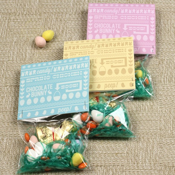"Size: 4"" x 3.65""Whether you put them in Easter baskets, pass them out at an egg-hunt, or use them as Easter dinner decorations, this printable Candy Bag Top is a fun addition to any springtime celebration."